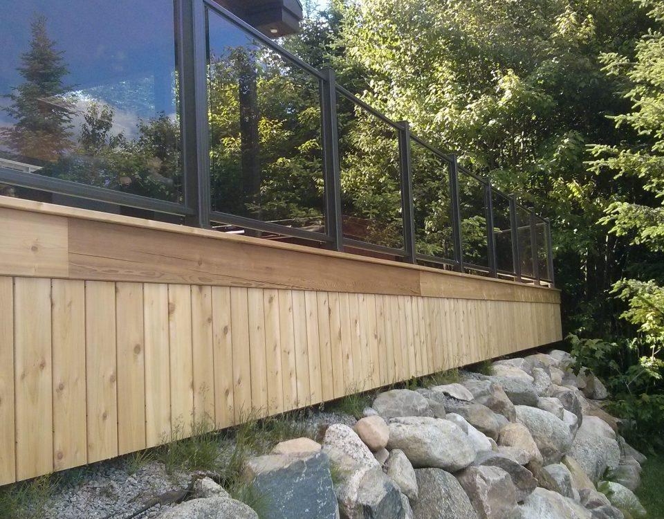 Terrasse avec rampe de protection