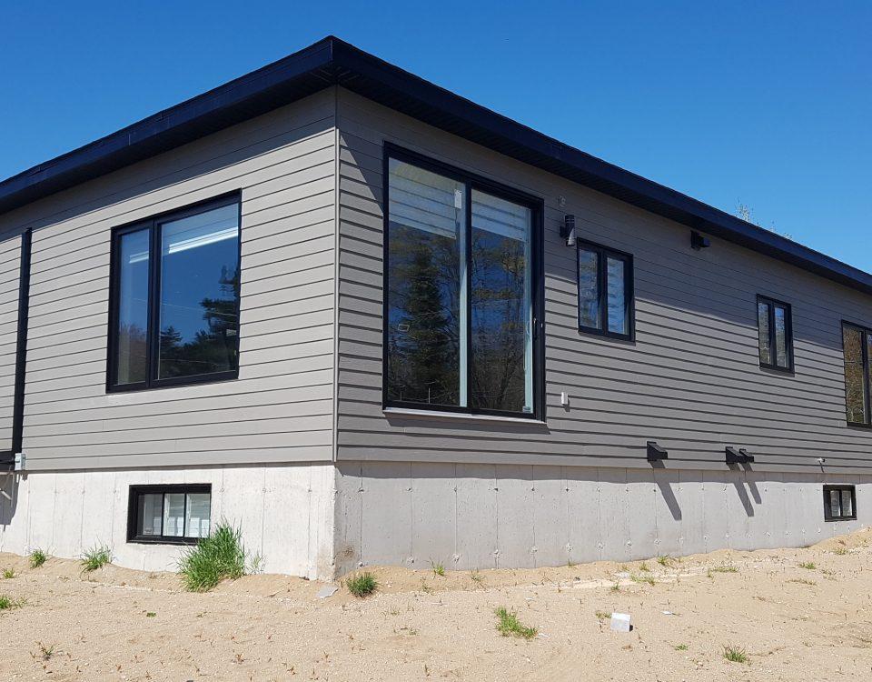 Maison contemporaine de biais construite par Construction Durab