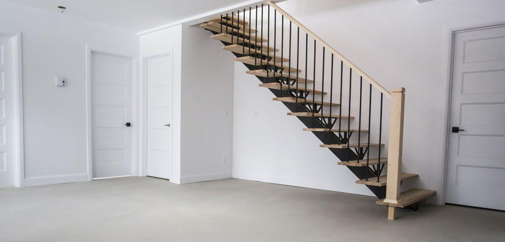 Construction générale intérieur sous-sol escalier